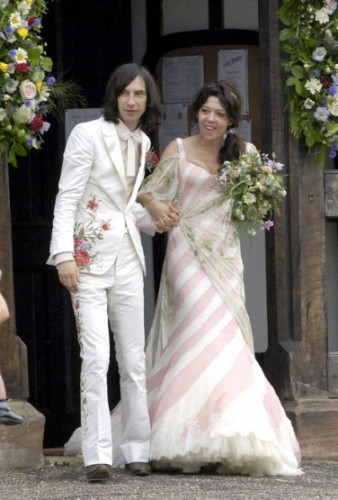 Katy-England-marries-Bobby-Gillespie-2006 robe McQueen.jpg