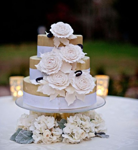 124C8F7E581CB8AE973845BA4DD3 wedding cake.jpg